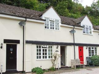 WYE VALLEY COTTAGE, lovely riverside location, pets welcome, off road parking, in Symonds Yat, Ref 27850