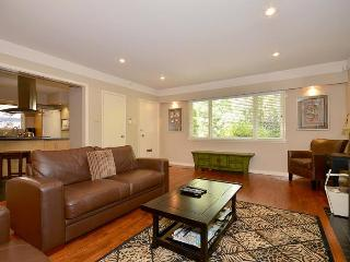 Victoria 2 Bedroom Private Home With Large Garden Short Walk to Oak Bay Shops