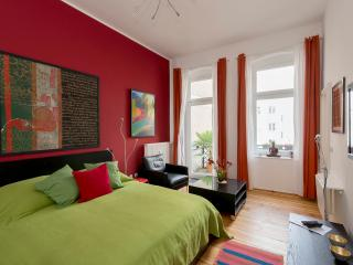 647 | Bright & colorful studio apartment with balcony