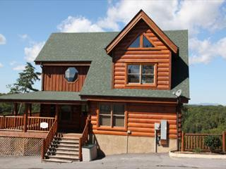 Beautiful View a 4BR cabin, Bumper Pool, Chess Set, Private Wrap-Around Deck, Sevierville