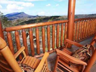 Better View Rustic Opulence, Game Room, Private Deck & Hot Tub, Rockers, Sevierville