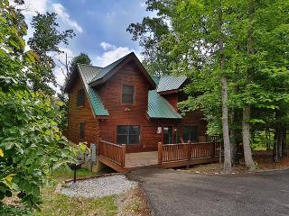Mountain Majesty a two bedroom cabin sleeping eight. With free WiFi internet., Sevierville