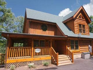 Pamper, Indulge, Relax, Indoor/Outdoor Resort Pool, Dogs OK, Sauna, Netflix, Sevierville