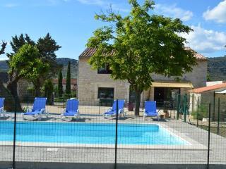 le gite de LéoLi (10 personnes) piscine et jardin, Vallon-Pont-d'Arc