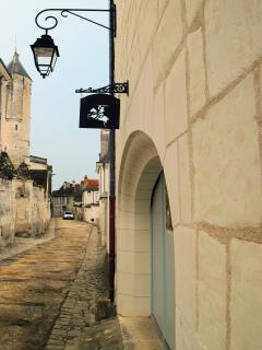 The entrance of the cottage gives on a calm, dead end, peaceful street under the royal chateau