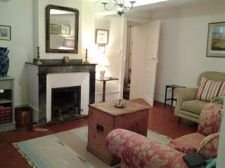 Viviane Suite. Charming, Spacious, close to Cafes