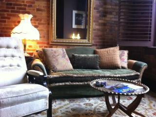 DOWNTOWN LOFT, Perfect Historic Downtown Location 1/2 block to River!