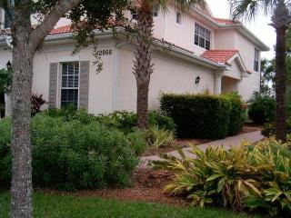 Quiet resort, Condo 2200 SF with nature view, 3bdrms, pool, spa