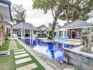 15 are Luxurious Private Villa with Wide Garden, Kerobokan