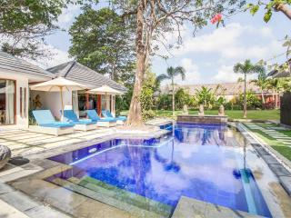 15 are Luxurious Private Villa with Wide Garden