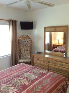 Guest bed room Queen bed