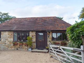 WISTERIA COTTAGE, ground floor cottage with en-suite bedroom, WiFi, pet-friendly in Crowborough, Ref. 916467