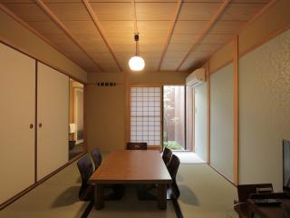 Location! Beautiful house in Historic GION x 5min to KAWARAMACHI Stn x FREE WIFI