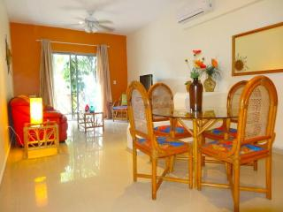 """WAIT n SEA""  - your 2 BR getaway at COCO BEACH, Playa del Carmen"