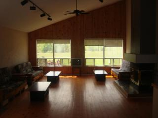 7 Bed Blue Mountain Chalet with Hot tub and Sauna, Blue Mountains
