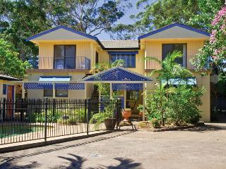 2 'Ocean Breeze' Shoal Bay Avenue