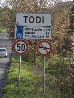 Entering Todi
