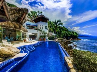 Incredible villa front beach with stunning views of the ocean