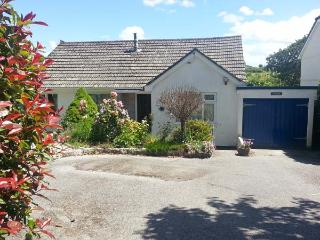 JOYLANDS, ground floor, WiFi, enclosed garden, close to beach, near Falmouth, Ref 914916