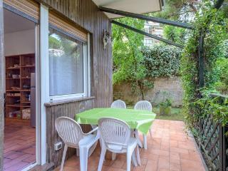 Garden house near Trastevere/center up to 8 pax
