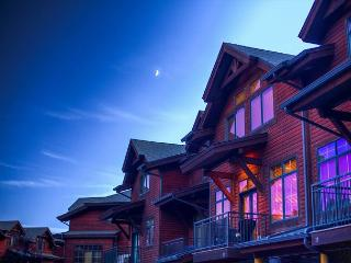Enjoy This Spectacular 3 Story Condo Located In The Big Sky Meadow