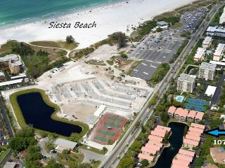 Siesta Key Townhouse across from Pristine Sands of Siesta Key 2B/2B sleeps 6