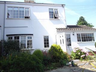 Grosvenor Cottage - 2 minute walk from the beach, Hornsea
