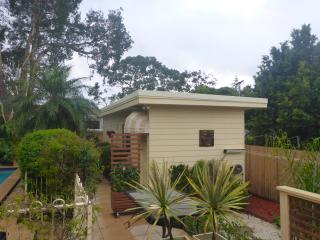 garden studio with pool / spa near manly night