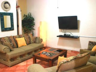 Rustic condo with patio, two blocks from Mamitas Beach, Playa del Carmen