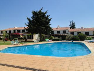 Holidays house with two pools and great garden, Quarteira