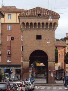 Porta Castiglione, una delle antiche porte di accesso alla città.