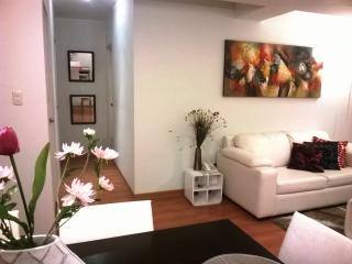 Miraflores Modern and Centrally located 2BR ap., Lima