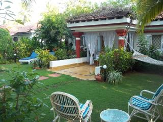 Charming 2-bed villa, private garden, near beach, Cavelossim