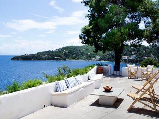 Blick auf den Strand der griechischen Villa in Skiathos, Kanapitsa