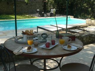 Le petit déjeuner terrasse (en période chaude)