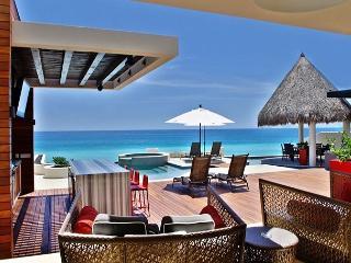 Casa Mateo, a sexy 5 bdrm villa with staff & services, San Jose del Cabo