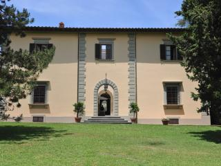 Beautiful, historic 9 bedroom Tuscan villa on stunning grounds, Greve in Chianti