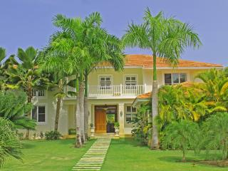 Villa Favorita: 6 bedroom villa w. Private Pool & Maid. Easy walk to the beach.