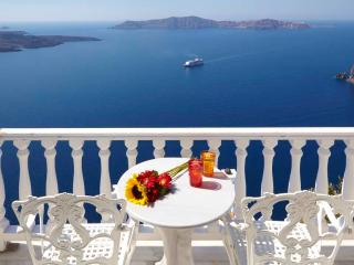STUDIO WITH BREATHTAKING VIEW IN PRIVATE VILLA, Santorini