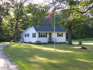 Bay Breeze Cottage - 4 Season Fully Outfitted Vaca, Green Bay
