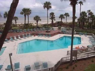 Captains Walk 484, 5th floor Oceanfront, 2 Bedrooms, Large Pool, Sleeps 6, Hilton Head
