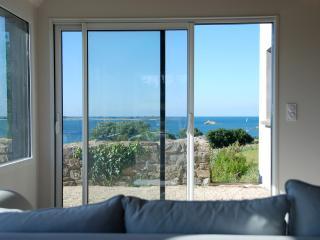 Romantic Getaway by the Sea (180-degree views)