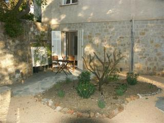Charming studio in villa with pool, quiet - 4