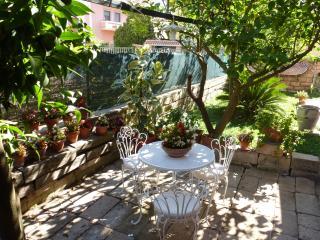 appartamento in villa con giardino #2