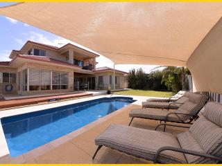 Oceanside Villa. 5 Star Executive beachside villa., Perth