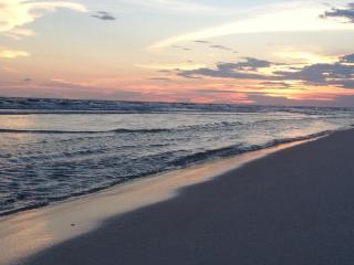 Bucketlist beach condo- wonderful location!