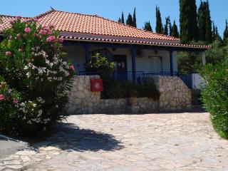House TAKIS HAIKOS  two minutes walk to the beach Peroulia