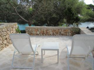 Apartment Charo. Next to beach. Pool., Cala Ferrera