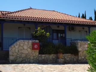House michalis Haikos two minutes walk to the beach Peroulia