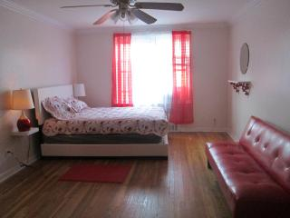 PRIVET LARGE ROOM FOR RENT UP 3 PEOPLE